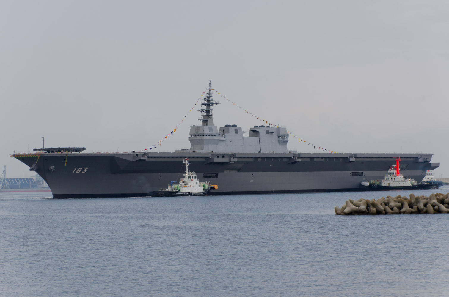JS_Izumo_%28DDH-183%29_just_after_her_la
