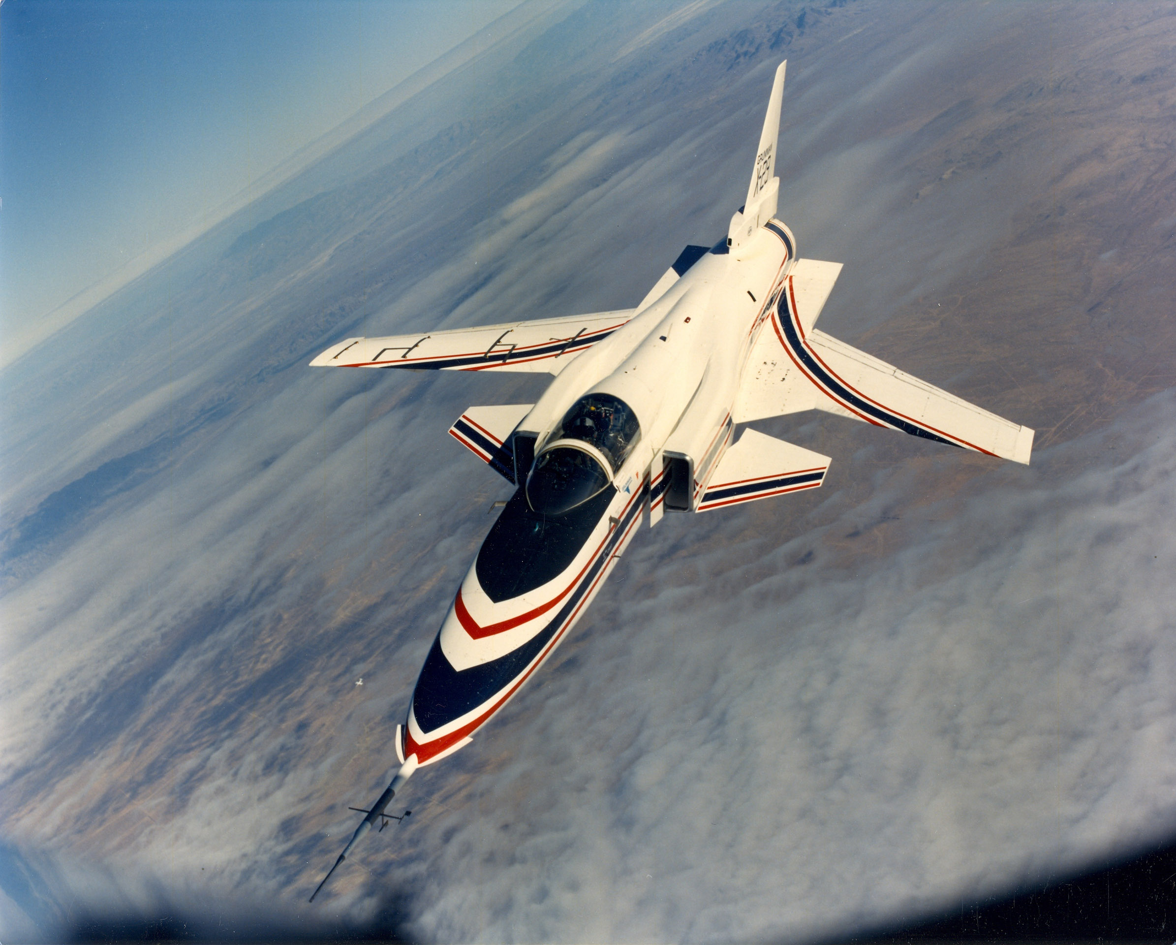 X-29_from_front_perspective.jpg