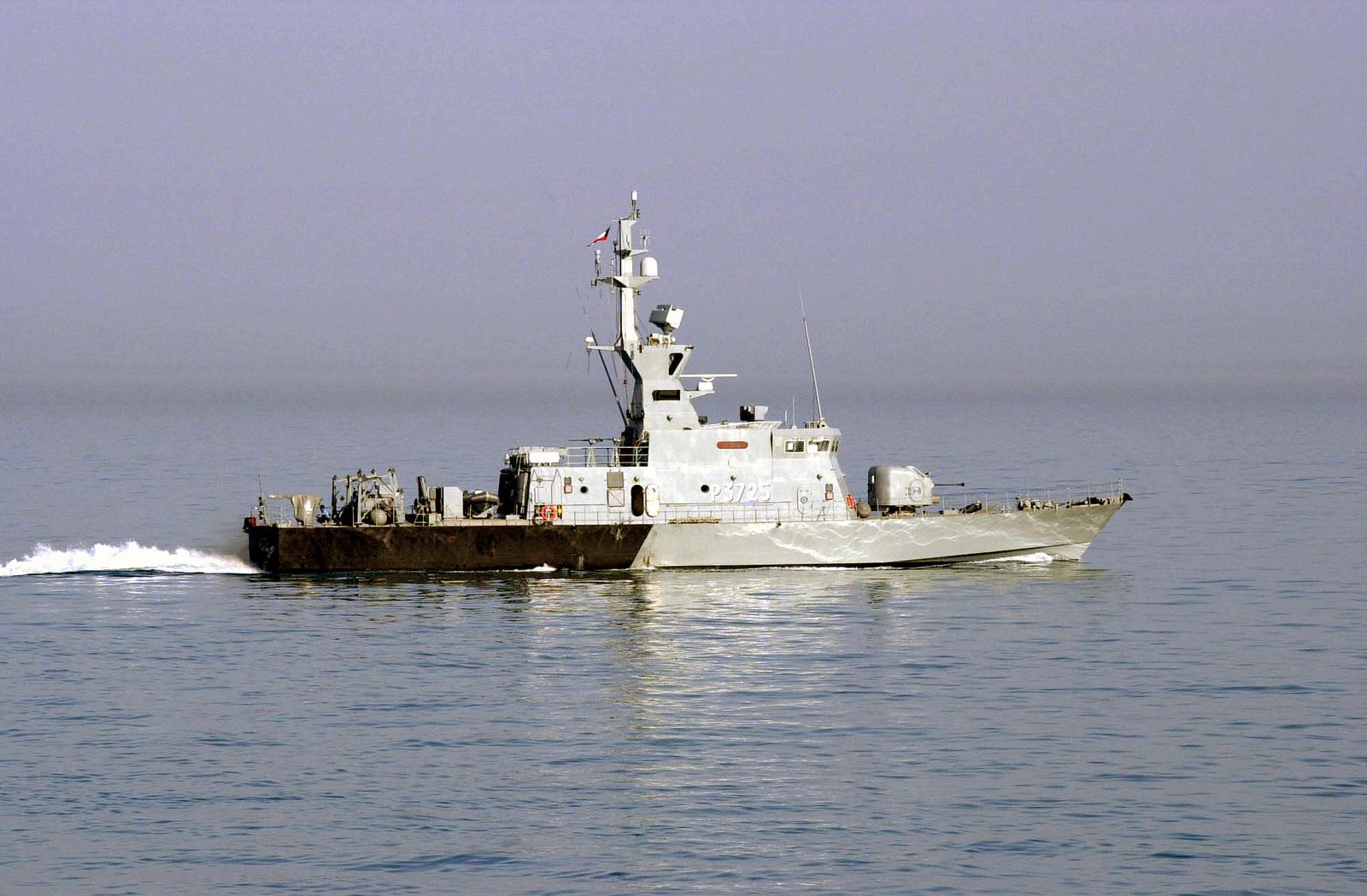 the-kuwaiti-navy-um-almaradim-class-fast