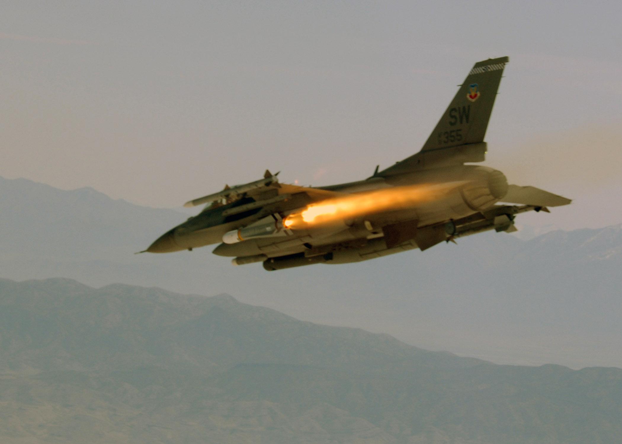 F-16_firing_Maverick_Missile.jpg