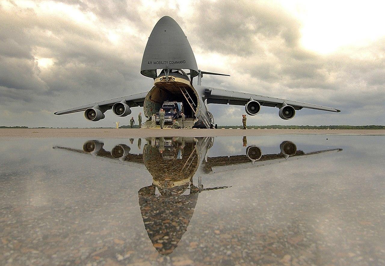 1280px-Lockheed_C-5_Galaxy_loading_135.j