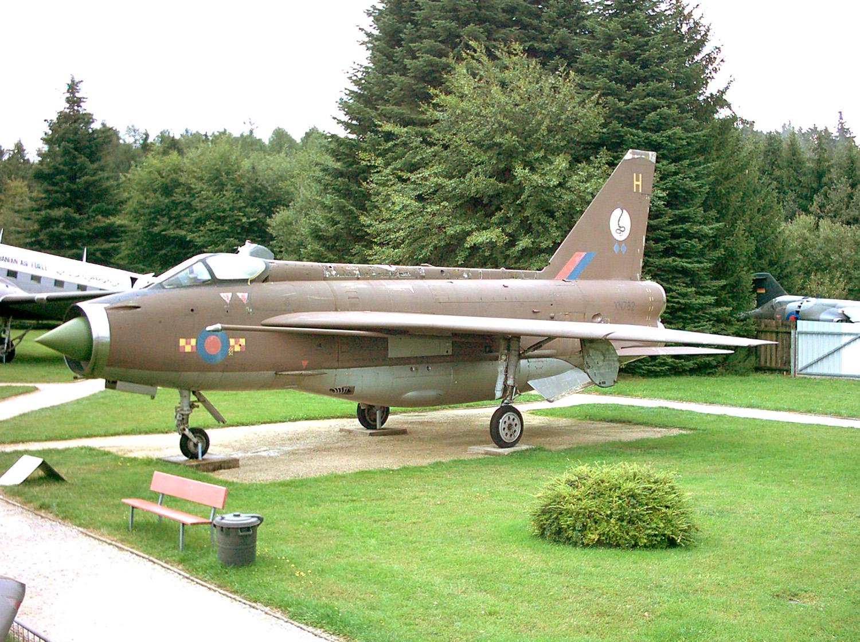BAC Lightning F Mk.2_01.jpg