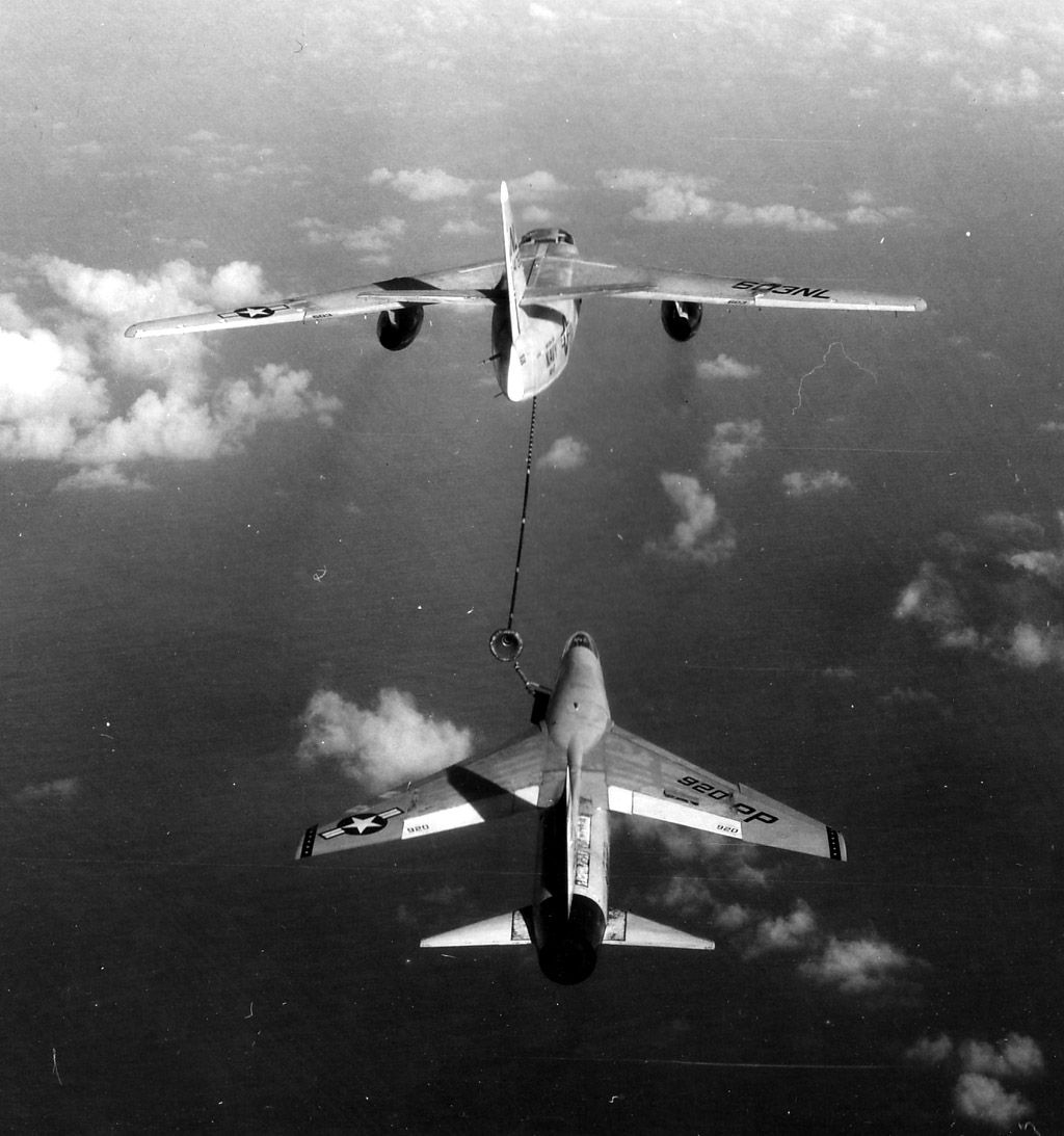 F-8 getting gas from a KA-3D