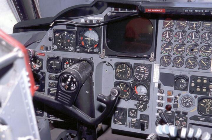 B-52g Stratofortress pilot cockpit