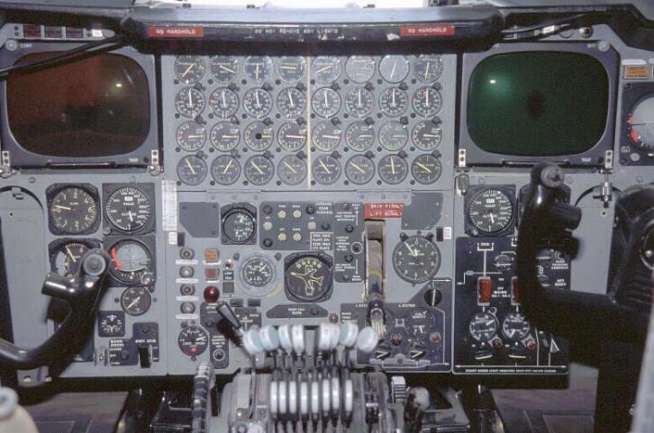 B-52G Stratofortress (center)