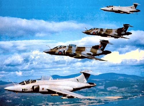 Buccaneer XX885 group flying 1 500w.jpg