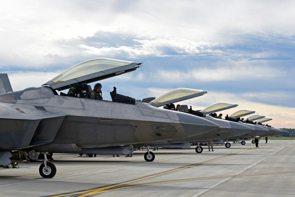 Langley F 22A's At Rickenbacker ANGB (1)