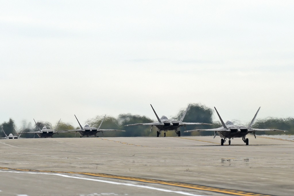 Langley F 22A's At Rickenbacker ANGB (2)