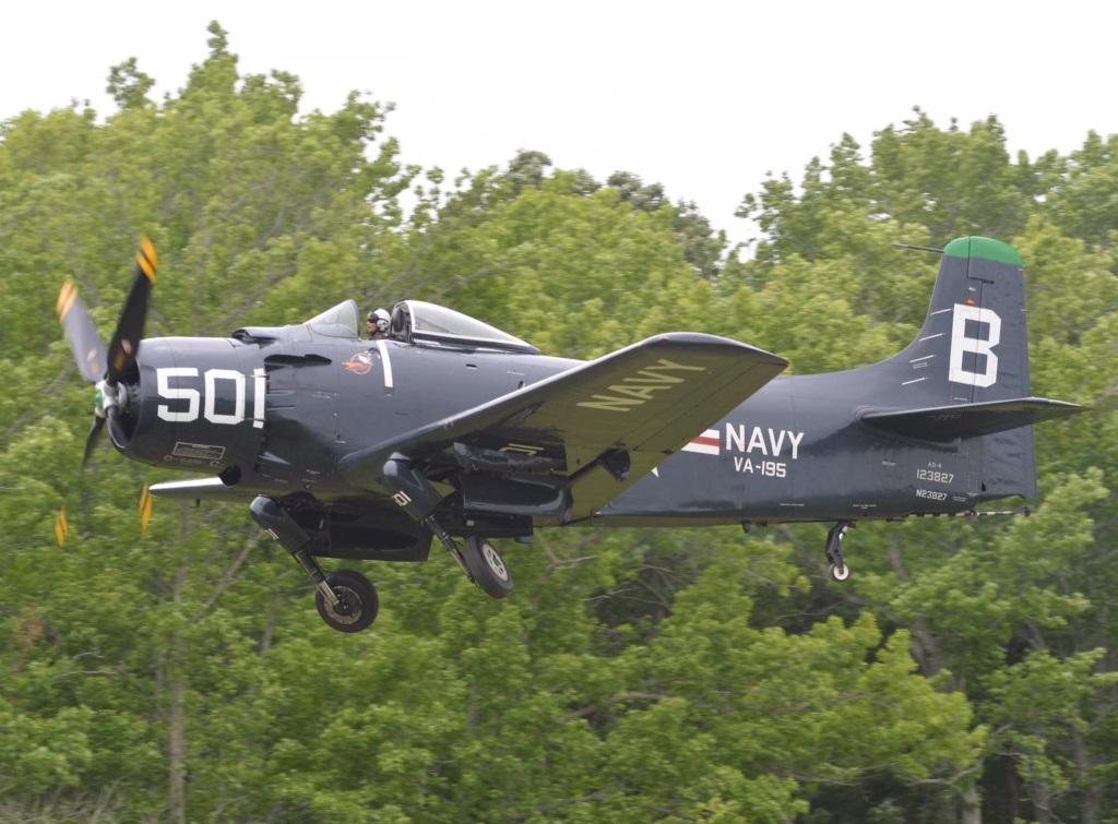 Douglas AD 4 Skyraider (3)