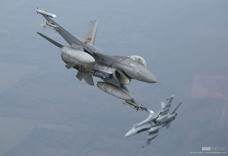 FA-18_F-16_BalticAirPolice_2015-3.jpg