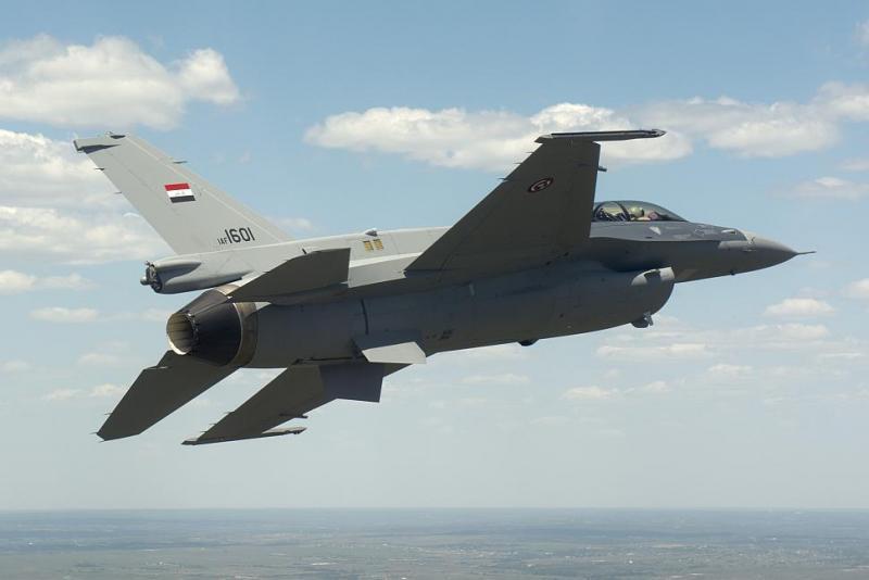 F-16D_B52_IraqAF_2014.jpg
