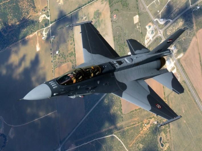 F-16D_B52_IraqAF_2014-2.jpg