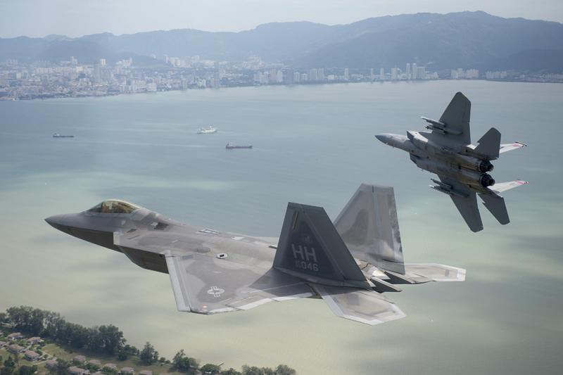 F-22-and-F-15-cope-taufan.jpg