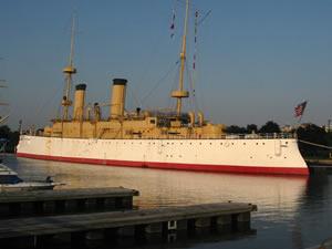 USS_Olympia_side.jpg