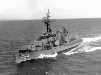 USS_Frank_E._Evans_(DD-754)_at_sea,_April_1963.jpg