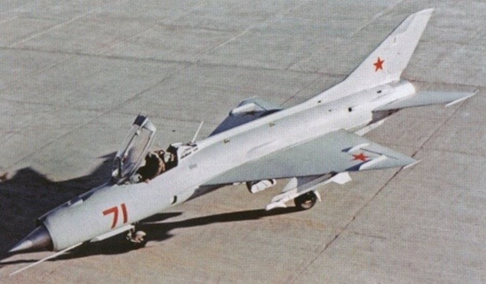 59ca71807b104_Ye-7(MiG-21P).thumb.jpg.b098020034b517b62eefab785243c18b.jpg