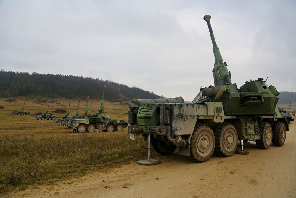 Czech_Army_152mm_howitzer_battery_DANA.thumb.jpg.499573a120368ae56d5cf06255eeed8a.jpg