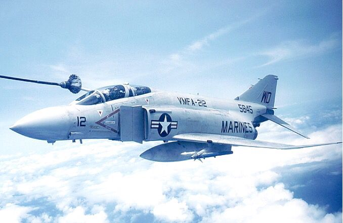 F-4J_refuelUSN.jpg.bec1275f9c834e6b6745aec5addbe703.jpg