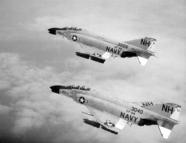 F-4_Phantom_VF-114-yellowairplane.jpg.bcfda54cb3bc97e339ddefe7dac16963.jpg