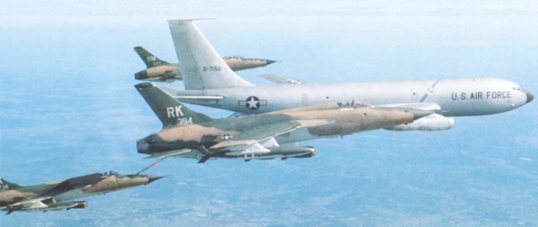 000-F-105D-KC-135A-S-USAF.jpg.ce20f145fb381fb568c04c73a2338532.jpg