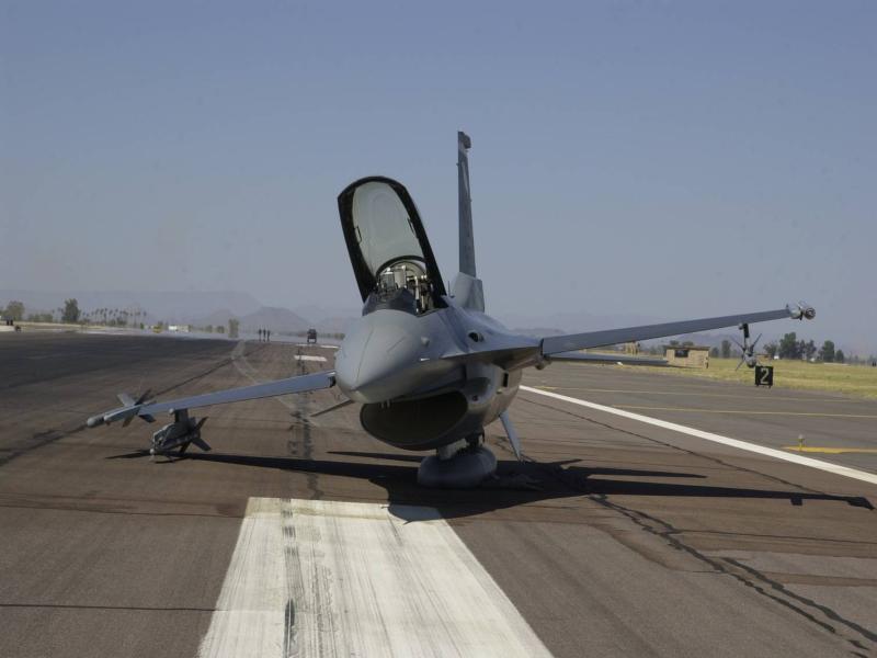 5aee24999ec12_F-16C_B2583-1161June17-2004LukeAFB61st-USAF.jpg.ed77509178c31970ee40828f6ad69c9f.jpg