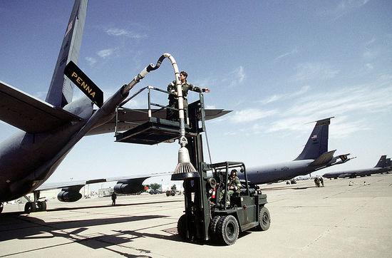 800px-Boeing_KC-135E_boom_drogue_adapter.JPEG.48e68b67270c0fe6176b9e1e5487a634.JPEG