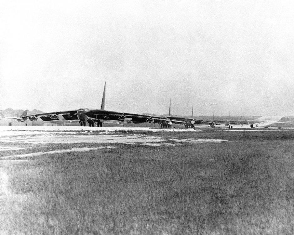 B-52Ds.thumb.jpg.f24e9abf8929c58f25facd369ef3ae79.jpg