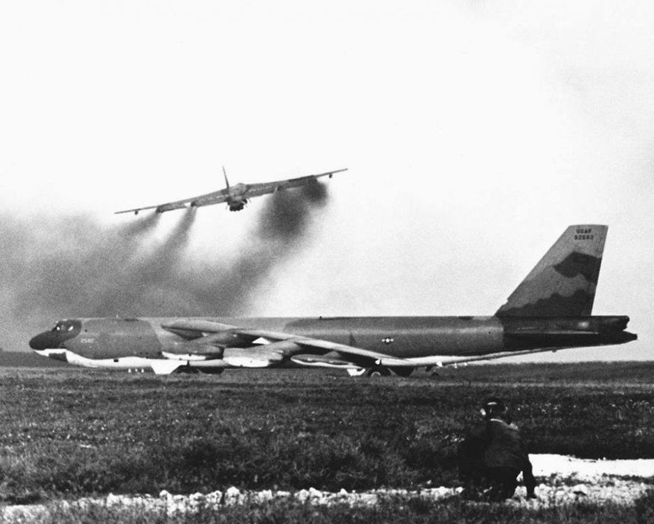 B-52G.thumb.jpg.2a804b1b6848e99d2353c2181d677ea9.jpg