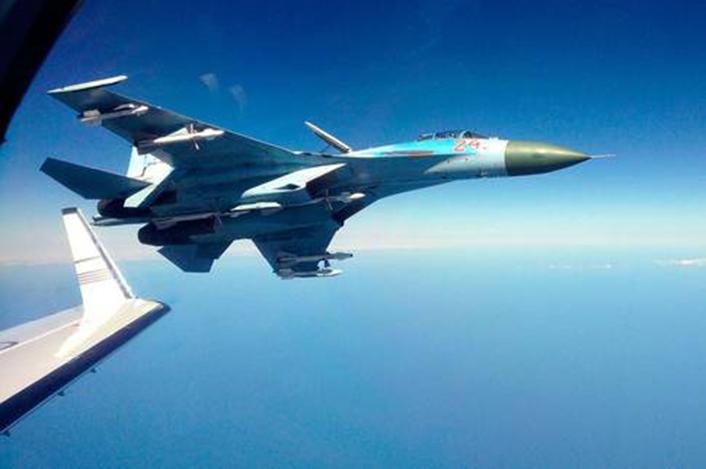 Su-27-intercept.jpg.644b72f17530f8d174510d5cb9d4ec07.jpg