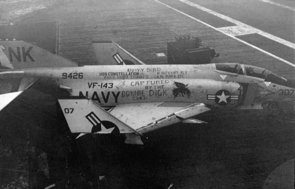 F-4B_of_VF-143_aboard_USS_Bon_Homme_Richard_(CVA-31)_1964.thumb.jpg.72d4f0fd249650451b6208bd6e639b76.jpg