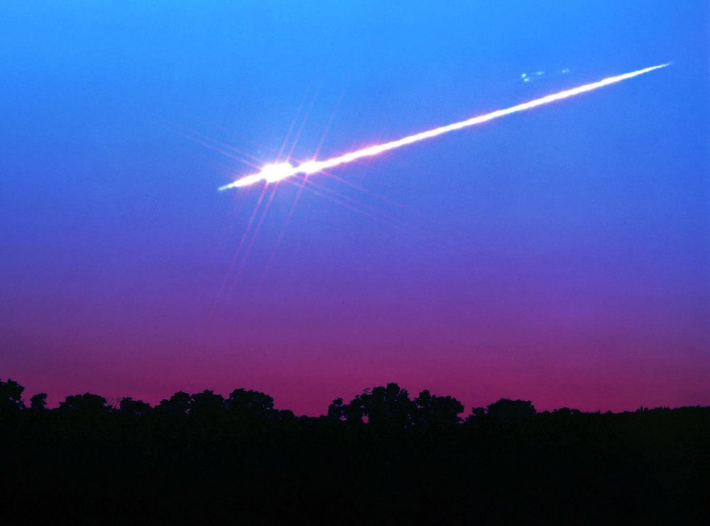MeteorFireball_breakup_Chumack.thumb.jpg.440bd1f0e8f873b9fefecec9318a5868.jpg