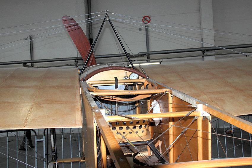 Bleriot_XI_-_Cockpit.jpg.cc844dfab5e294c53cfb6c5d20345a68.jpg