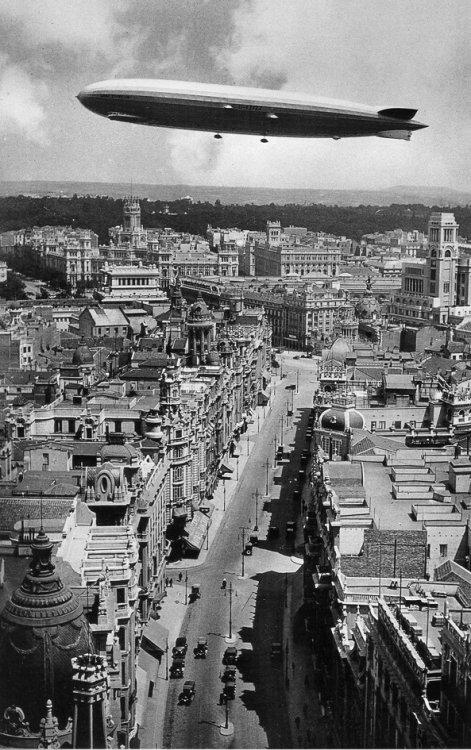 zepellin gran via 1930.jpg