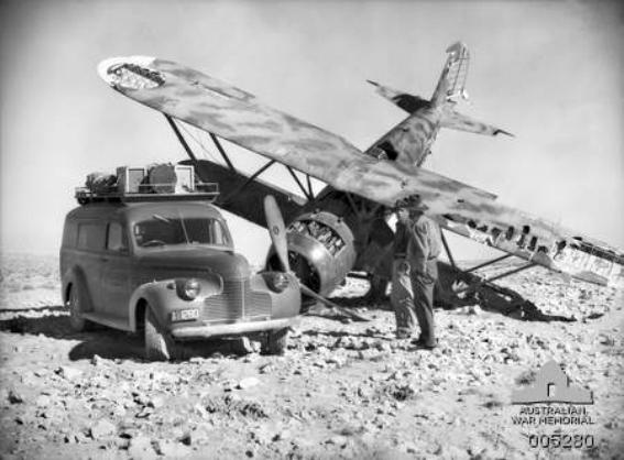 Crashed_Fiat_CR42_Libya_1940.jpg