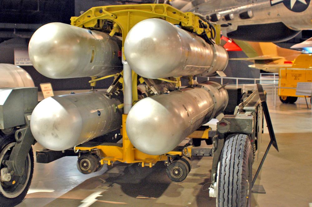 Mark_28_Thermonuclear_Bomb.thumb.jpg.14d311d3021b3bd94bf72580c844120d.jpg