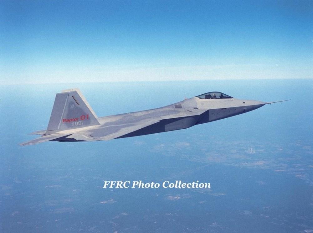 f_22_emd_prototype_91_4001_raptor_01_by_fighterman35_db8hjz9-fullview.thumb.jpg.d593eb80680071df18a9ea204407c63f.jpg