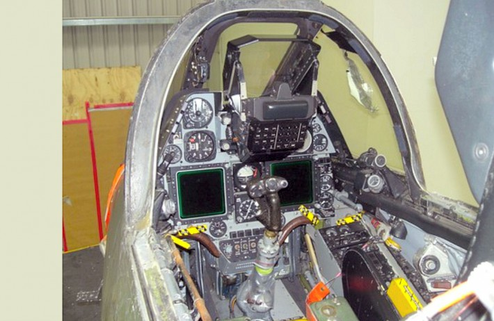 TA-4KformerTA4G880kahuFrontPanel.jpg.8490359e57e736b2cf8d76640b4b2922.jpg