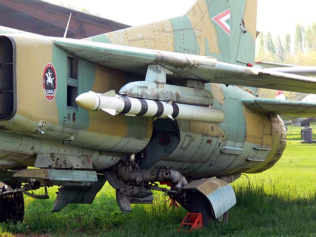 MiG_23brak.jpg.aaecb21d7ac73fcd5809bd23872c1c3c.jpg