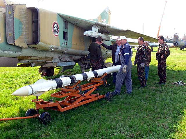 MiG_23fugg1.jpg.b34f9e0a3d3b6b1d03fcede5a3dbb620.jpg