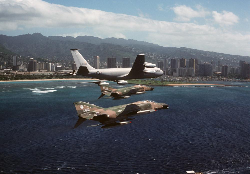 F-4Cs_HawaiiANG_KC-135A_1979.jpeg